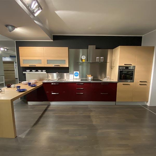Cucina con penisola moderna Seta di GD Arredamenti